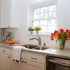Modern Kitchen by RN Interior Design