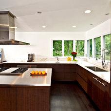 Modern Kitchen by Studio 1200