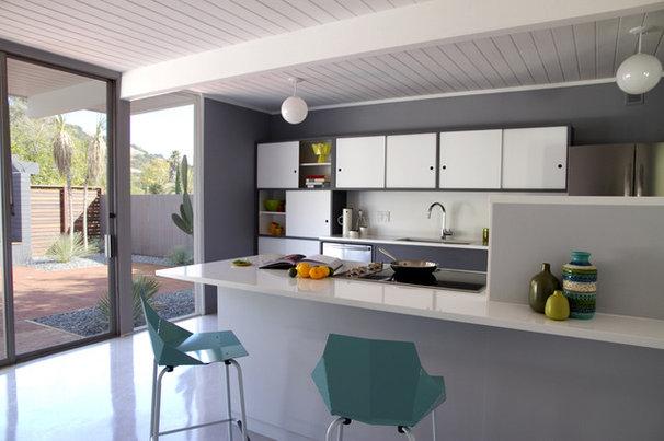 Modern Kitchen by Torbit Studio