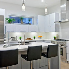 Contemporary Kitchen by THE KITCHEN FACTORY