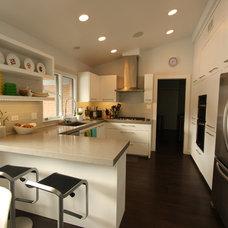 Modern Kitchen by Habitar Design