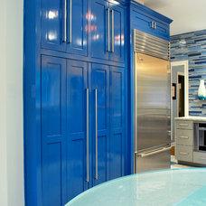 Modern Kitchen by Julie Bradshaw BRADSHAW DESIGNS LLC