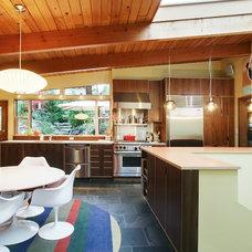 Modern Kitchen by Mu-2 Inc.