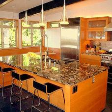 Contemporary Kitchen by Mu-2 Inc.