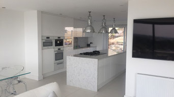 White High Gloss Open Plan Kitchen
