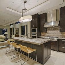 Modern Kitchen by Laura Hay DECOR & DESIGN Inc.