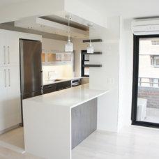 Modern Kitchen by Design & Decoration Concept Inc.