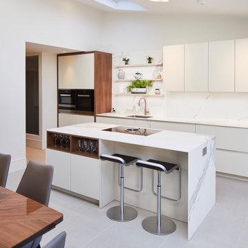 Modern matt lacquer kitchen with walnut elements