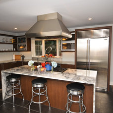 Modern Kitchen by Cherry Hill Cabinetry