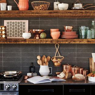 ロンドンのカントリー風おしゃれなキッチンの写真