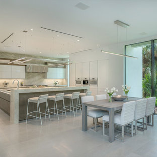 Contemporary eat-in kitchen designs - Example of a trendy l-shaped gray floor