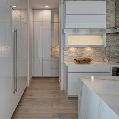 Example of a trendy kitchen design in Chicago