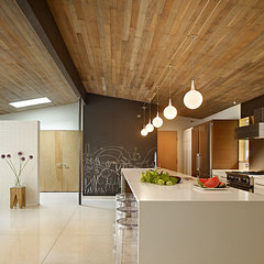 modern kitchen by Ainslie-Davis Construction
