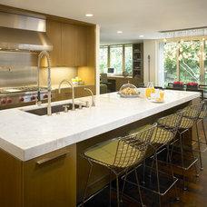 Modern Kitchen by Scott Simpson Builders