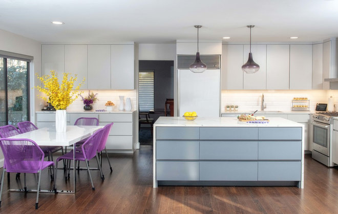 Contemporary Kitchen by Lara Michelle Interiors Inc.