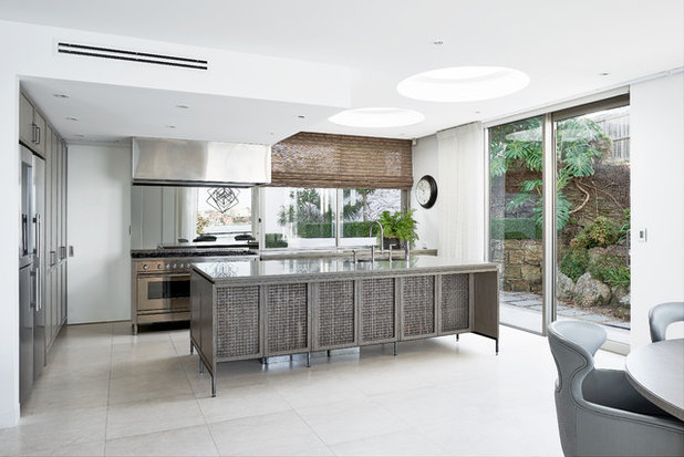 Contemporary Kitchen by Apollo Kitchens
