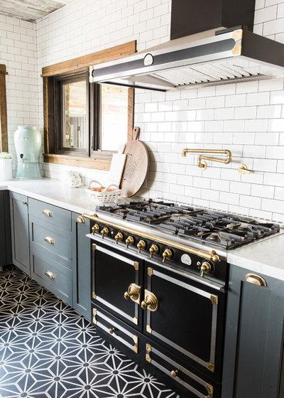 Farmhouse Kitchen by Aubrey Veva Design