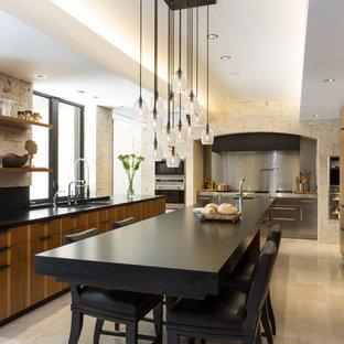 Foto di una grande cucina minimalista con top in granito, ante lisce, ante in legno scuro, elettrodomestici in acciaio inossidabile, lavello sottopiano, pavimento in gres porcellanato e un'isola