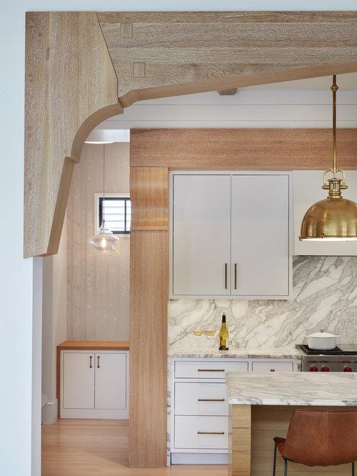 imagen de cocina de estilo de casa de campo con armarios con paneles lisos puertas