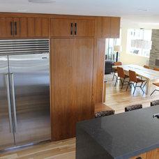 Modern Kitchen by Lunada Consulting & Design, Inc.