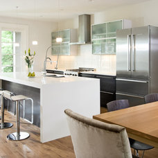 Modern Kitchen by w.b. builders