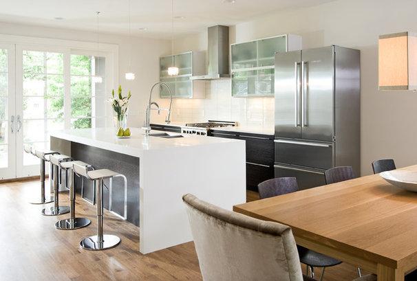 Modern Kitchen by w.b. builders