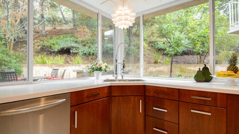 Modern Spacious Kitchen Remodel with Movable Island