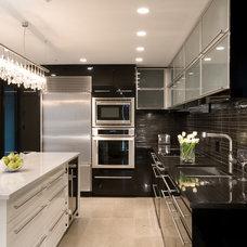 Modern Kitchen by jodi foster design + planning