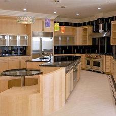 Modern Kitchen by Visnic Homes