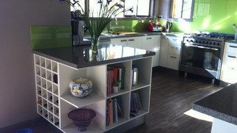Modern White Kitchen - glass splashback