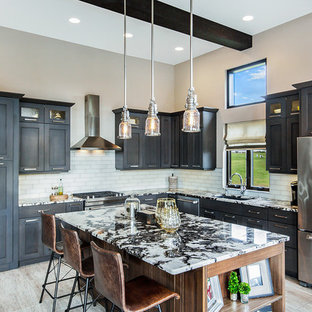 Transitional kitchen inspiration - Example of a transitional kitchen design in Chicago
