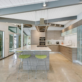 Midcentury Modern Kitchen Ideas   Example Of A Midcentury Modern L Shaped  Concrete Floor And