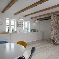 Modern Kitchen by Invita Kitchen