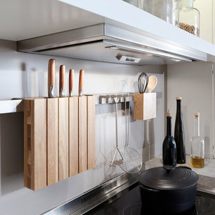 Contemporary kitchen ideas - Inspiration for a contemporary kitchen remodel in Orange County