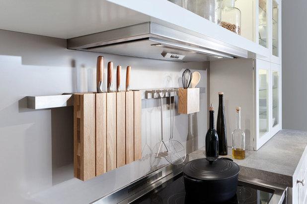 Contemporary Kök by LeichtCA / Architectural Kitchens Inc