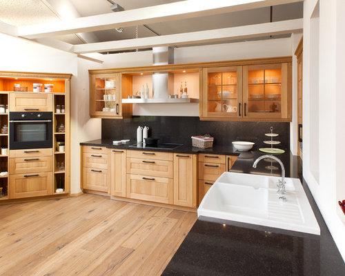 Traditional european kitchens for Traditional european kitchen