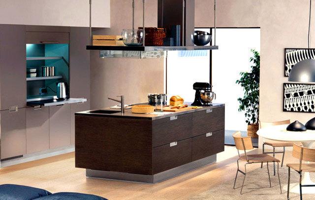 Modern Kitchen by Venezia Modular KITCHENS & INTERIORS THRISSUR