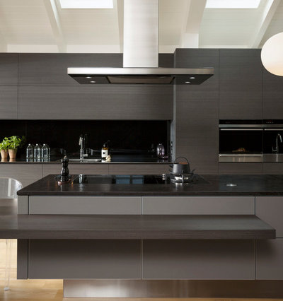 Modern Kitchen by MGM Kitchens