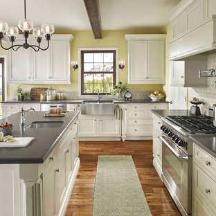 Contemporary kitchen appliance - Inspiration for a contemporary kitchen remodel in Cleveland