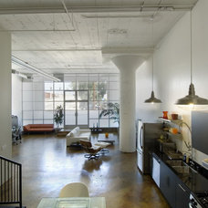 Industrial Kitchen by Sawasy Studio Partners Architects, Inc.