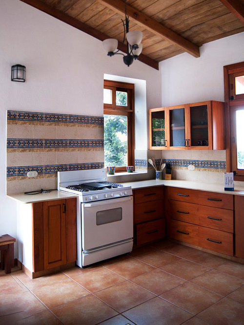 25 Best Rustic Kitchen Pantry with Ceramic Floors Ideas & Remodeling Photos   Houzz