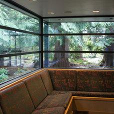 Modern Kitchen by Jeff Luth - Soldano Luth Architects