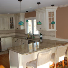 Traditional Kitchen by Sterl Kitchens Co. Inc.