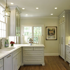 traditional kitchen by BRADSHAW DESIGNS