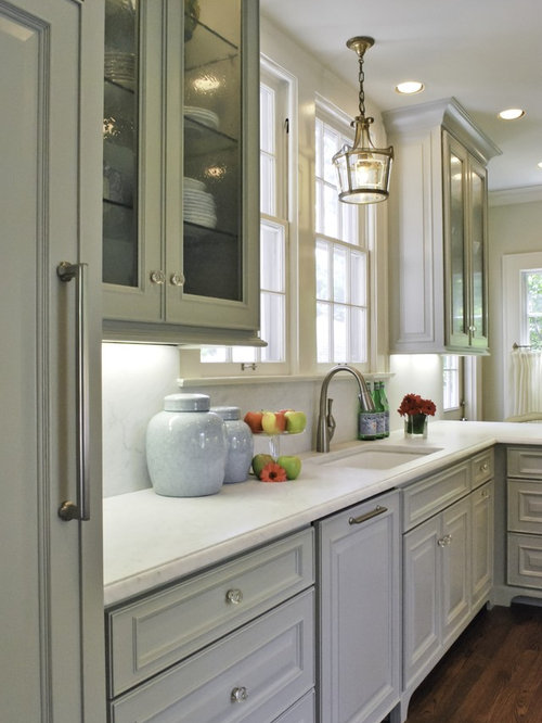 Example Of A Classic Kitchen Design In Austin