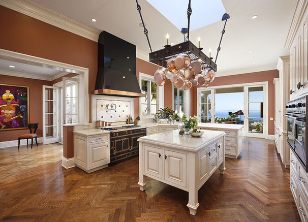Traditional Kitchen by DD Ford Construction