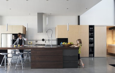 Houzz Tour: Modern, Staggered Montreal House
