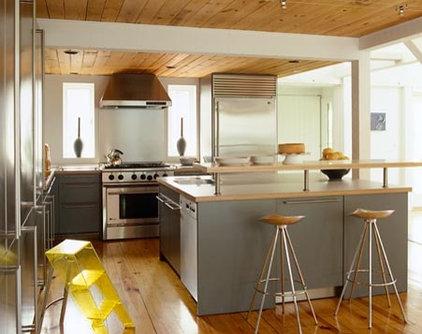 Farmhouse Kitchen by Sandvold Blanda Architecture + Interiors LLC
