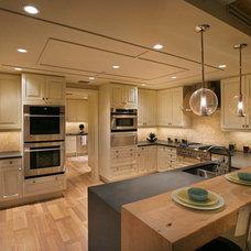 "Beach Style Kitchen Moraya Bay Beach Tower ""Coastal Retreat"""