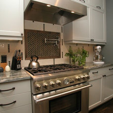 Traditional Kitchen by Environs Residential